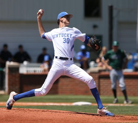 Kentucky player throwing a ball